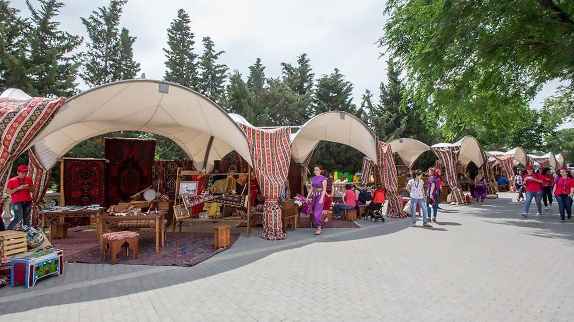 Быстровозводимые шатры для торговли на улице